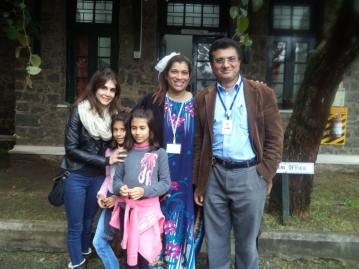 Lyla Nicholson '95 with chlidren and Anita Khaldy Kehmeier '82 and Imon Ghosh '82