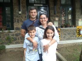 Arun Mukerjee '89 and Renee Shah '93 with children
