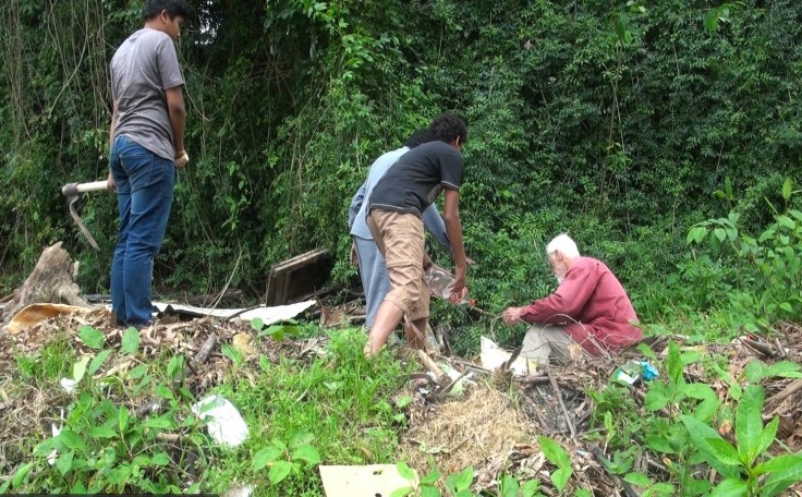 students-clean-up-back-of-ganga-compound